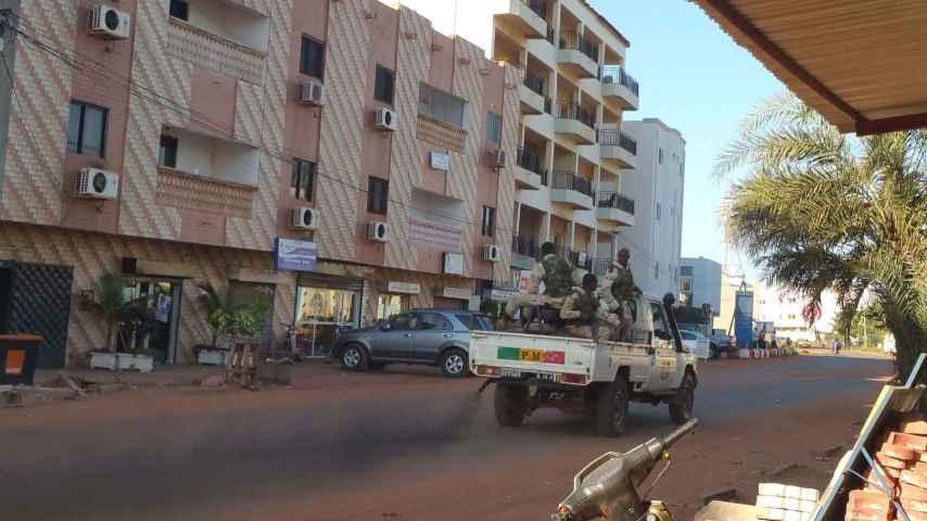 Calle de Bamako, durante el asalto.